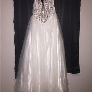 Dresses & Skirts - Wedding/prom dress